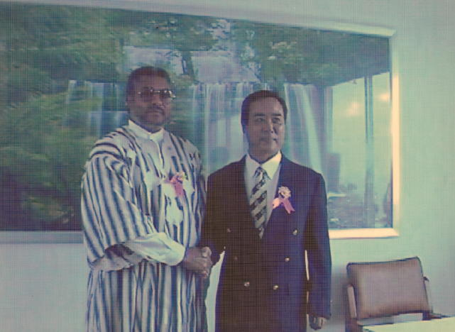 Xiao Bo (right) with Rawlings, former President of Ghana..jpg